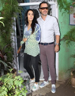Will romance Cyrille in the Indian style: Mallika